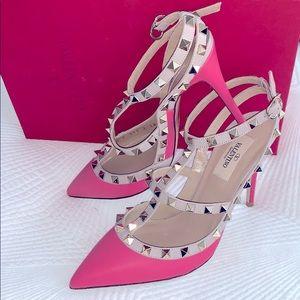 Valentino Rockstud pink pumps 💕🙌🏼